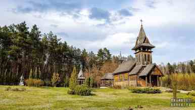 Drewniany kościół - Pensjonat Uroczysko Zaborek