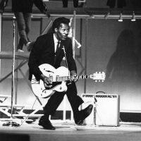 Chuck-Berry-1964-duckwalk-billboard-650