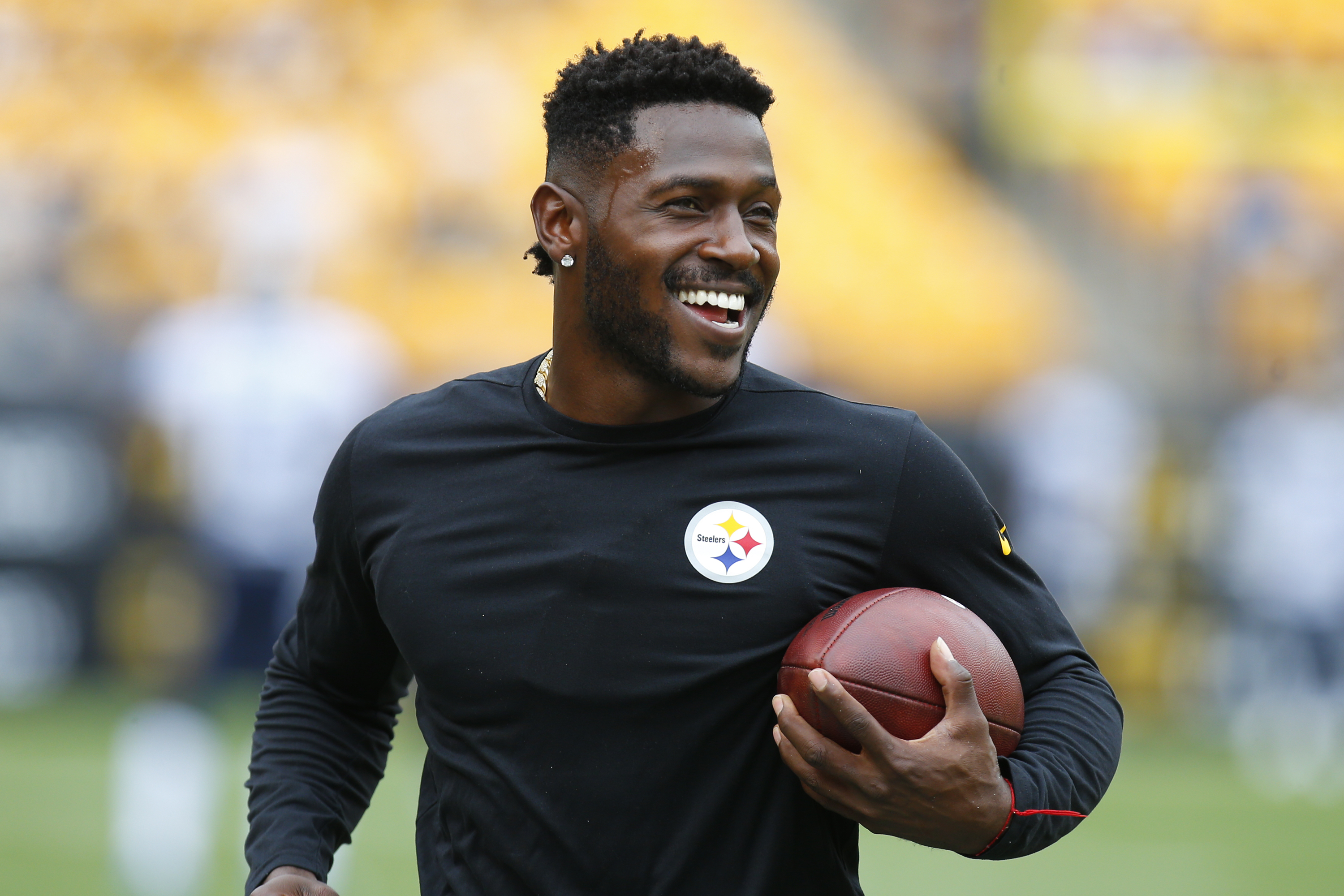 Report Antonio Brown Had 80 000 And Handgun Stolen