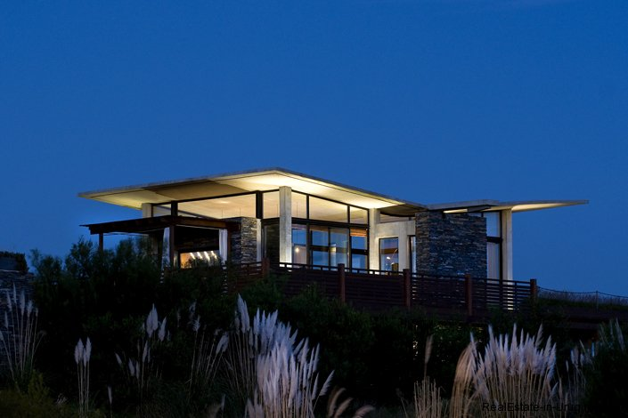 4055-Spectacular-Modern-Home-231