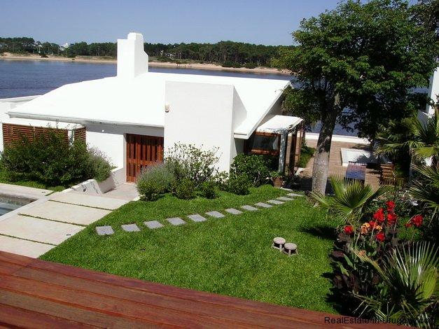 4557-Modern-Designer-House-360