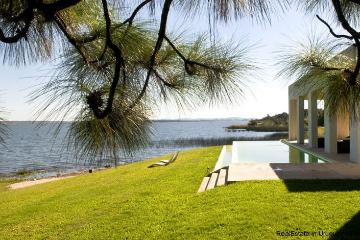 4021-Modern-Farmland-House-in-Laguna-del-Sauce-845