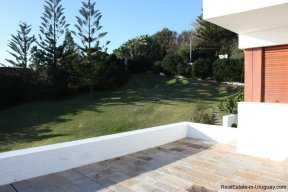 4518-Well-Built-Seafront-House-in-Punta-Ballena-854