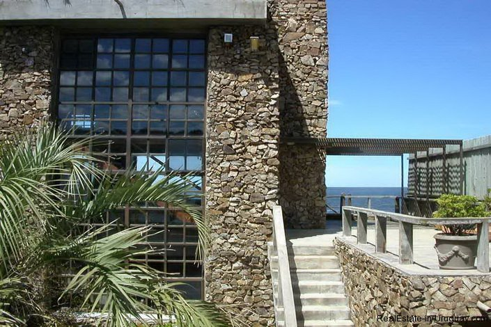 4609-A-ModernRustic-Seafront-Mansion-designed-by-Architect-Ravazzani-in-Punta-Piedras-901