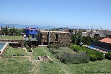 4713-Latest-Work-of-Art-by-Architect-Ravazzani-in-Punta-Piedras-934