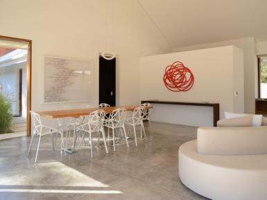 4716 Dining Area