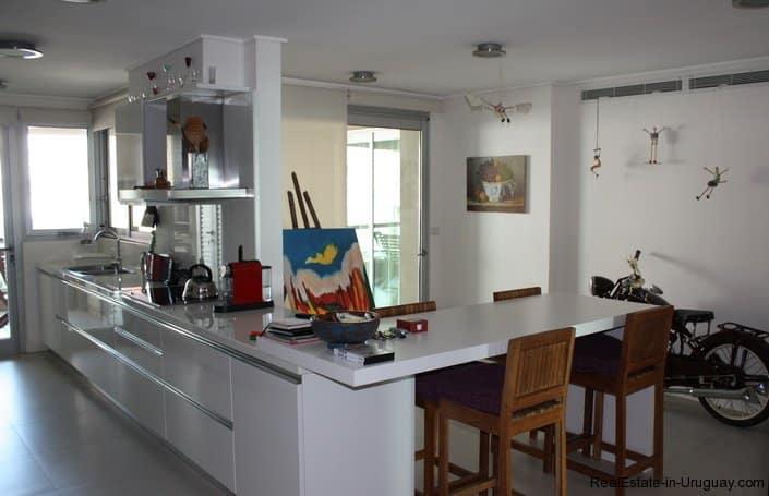 4295-Elegant-Apartment-with-Harbor-Views-on-Peninsula-1691