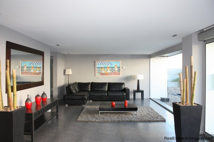 4868-Penthouse-by-El-Emir-Beach-on-Peninsula-2071