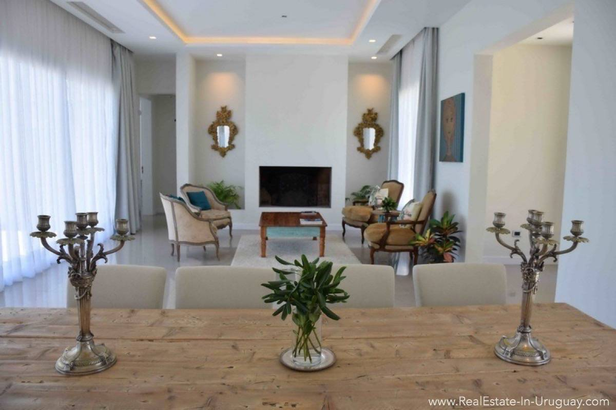 Quality Home in Beverly Hill - Living Room