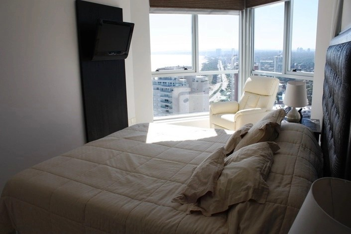 5205-Modern-Top-Floor-Apartment-with-Spectacular-Views-on-Mansa-3482