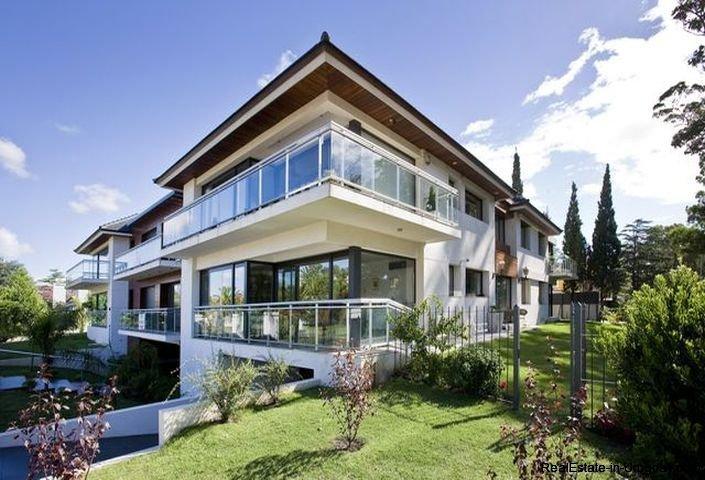 1137-Elegance-Design-and-Comfort-in-Carrasco-3908