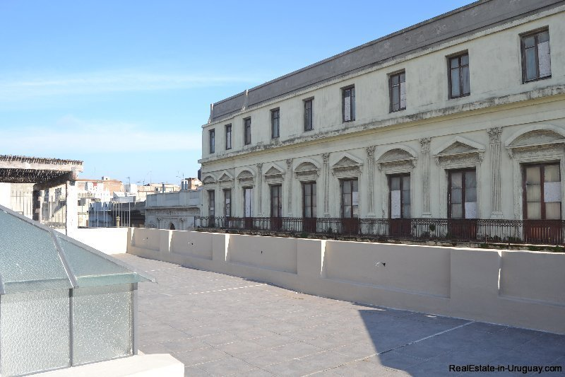 1257-Commercial-Building-by-Port-of-Montevideo-3889