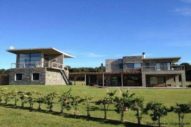 5032-Excellent-Modern-Home-in-Laguna-Estates-4010
