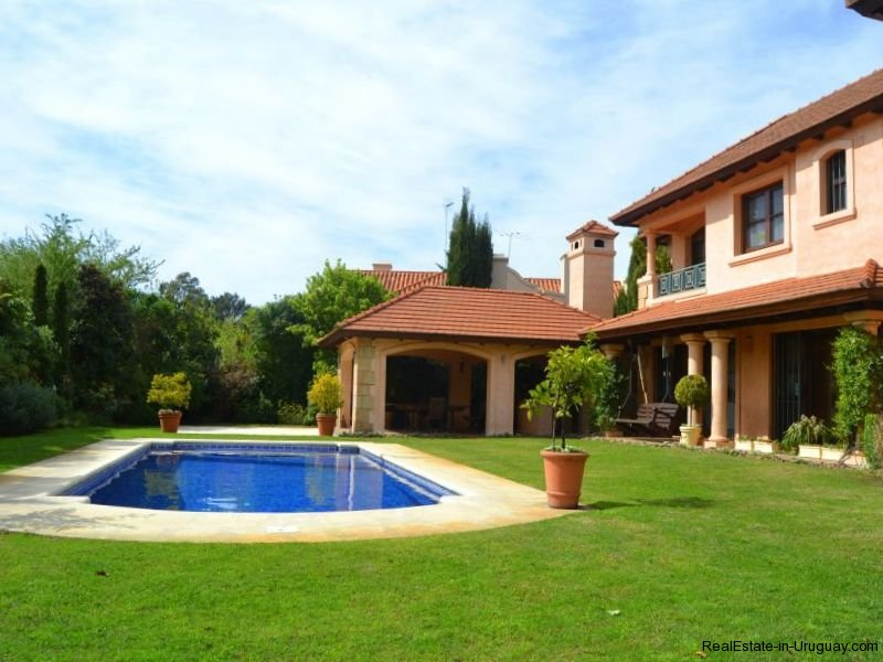 1352-Magnificent-Residence-in-Carrasco-4113