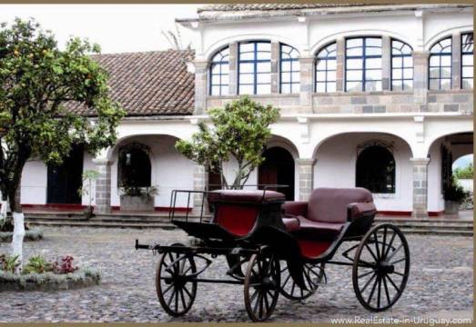 Plaza San Isidro, Valle de los Chillos, Ecuador