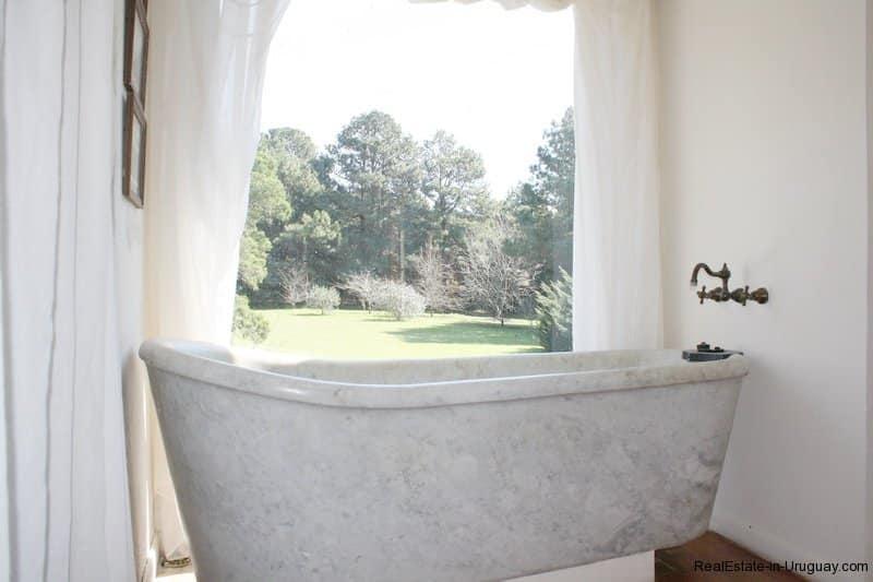 Bathtub-of-Estancia-overlooking-Laguna-Blanca-in-Manantiales