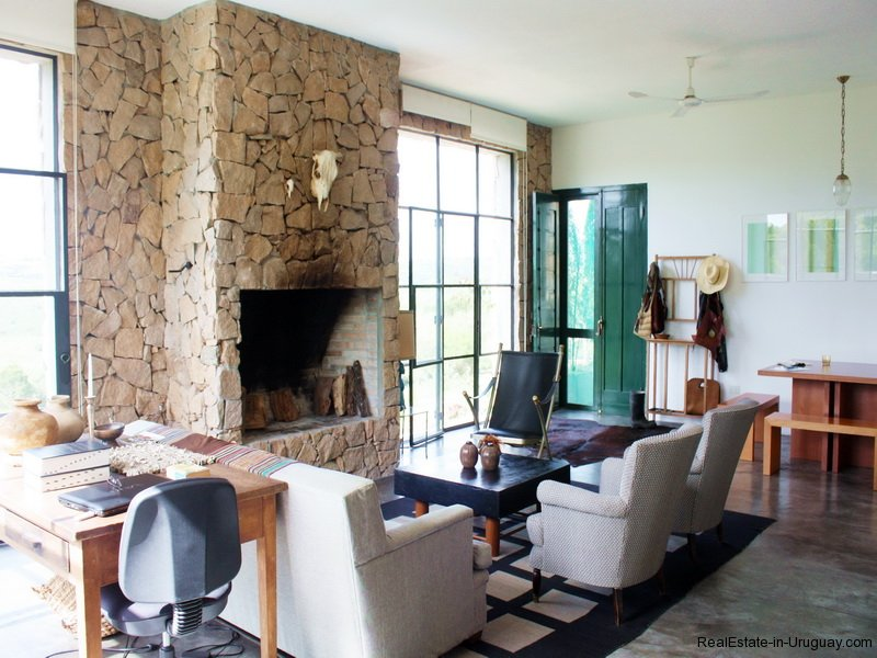 Living-of-Modern-Stone-Chacra-in-the-Minas-Area