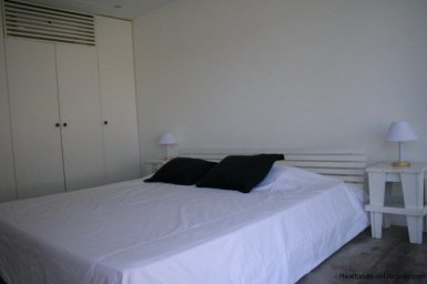5601-Guestroom-of-Remodeled-Beach-House-La-Barra