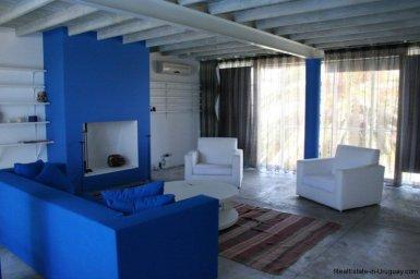5601-Living-of-Remodeled-Beach-House-La-Barra