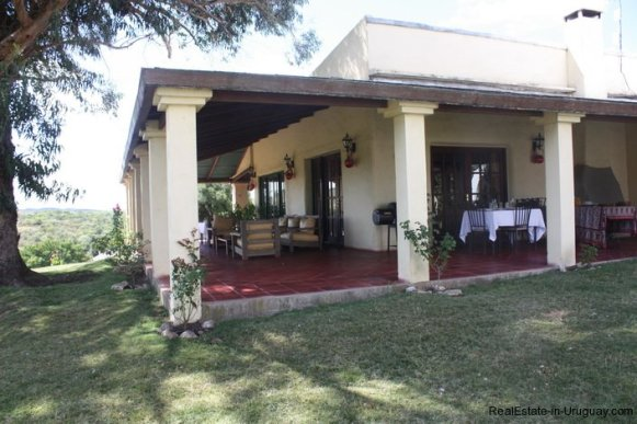 5608-Veranda-of-Historical-Estancia-in-the-Las-Canas