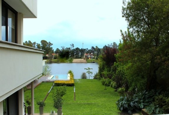 1001-Side-of-Lake-House-in-Buceo-Area-Montevideo