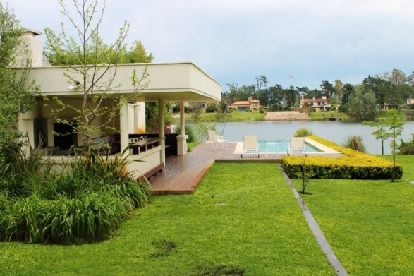 1001-View-from-Lake-House-in-Buceo-Area-Montevideo