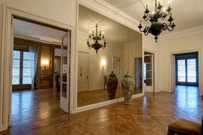 1055-Entrance-of-Stylish-Apartment-in-Center-of-Montevideo
