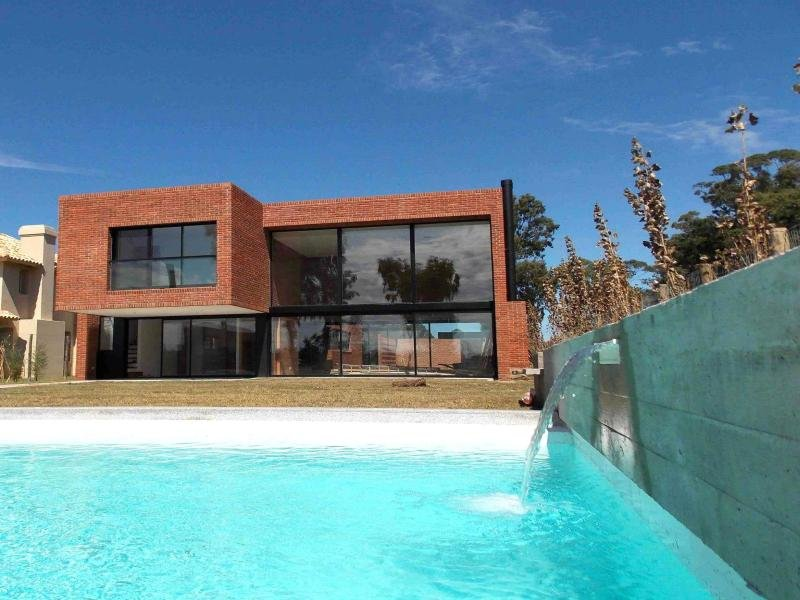 1338-Pool-of-Modern-Home-in-Lagos-Montevideo