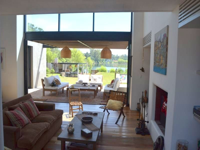 1413-Living-in-Lake-Home-in-Lagos-Montevideo
