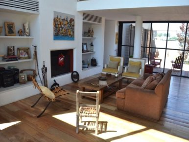 1413-Livingroom-in-Lake-Home-in-Lagos-Montevideo
