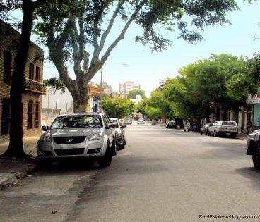 1529-Street-of-Corner-House-for-Remodeling-Montevideo