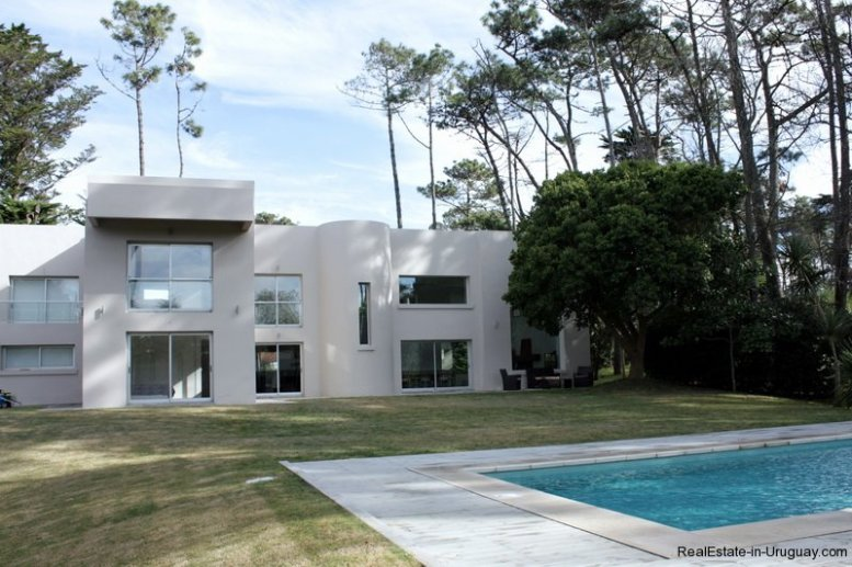5641-Back-of-Large-Cubic-Home-in-Punta-del-Este