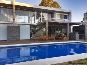 5666-Modern-Beverly-Hills-Home-Punta-del-Este