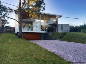 5666-Street-view-Modern-Beverly-Hills-Home-Punta-del-Este