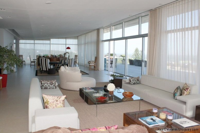 5737-Livingroom-of-Large-Penthouse-on-Brava