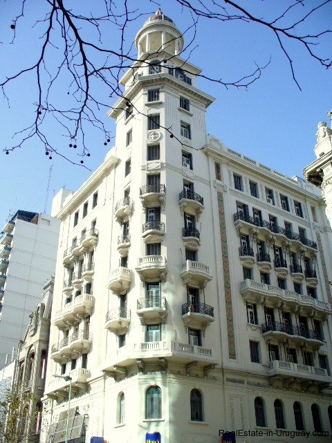 Historical-building-in-Montevideo-Uruguay