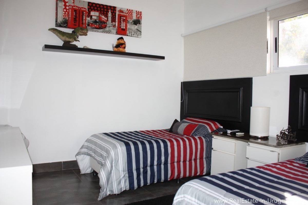Modern Home in Parque Burnet - Guest Bedroom