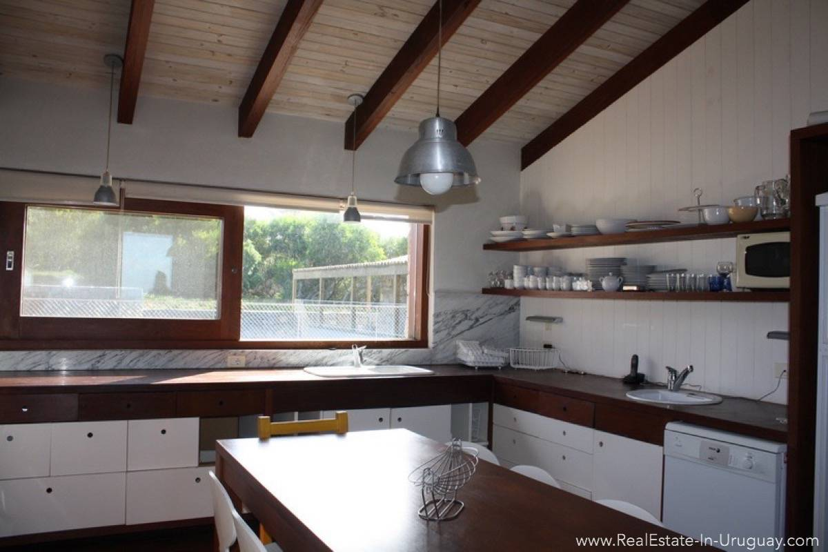 Large Home in Club del Mar - Kitchen