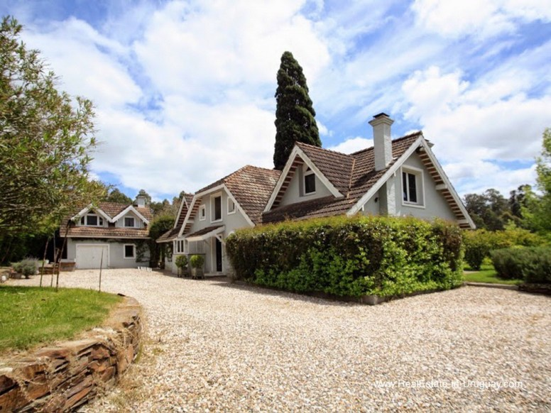 5807 1 Romantic Home with Large Garden - Outside