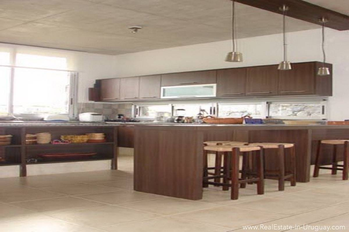 Modern Beach House Club del Mar - Kitchen