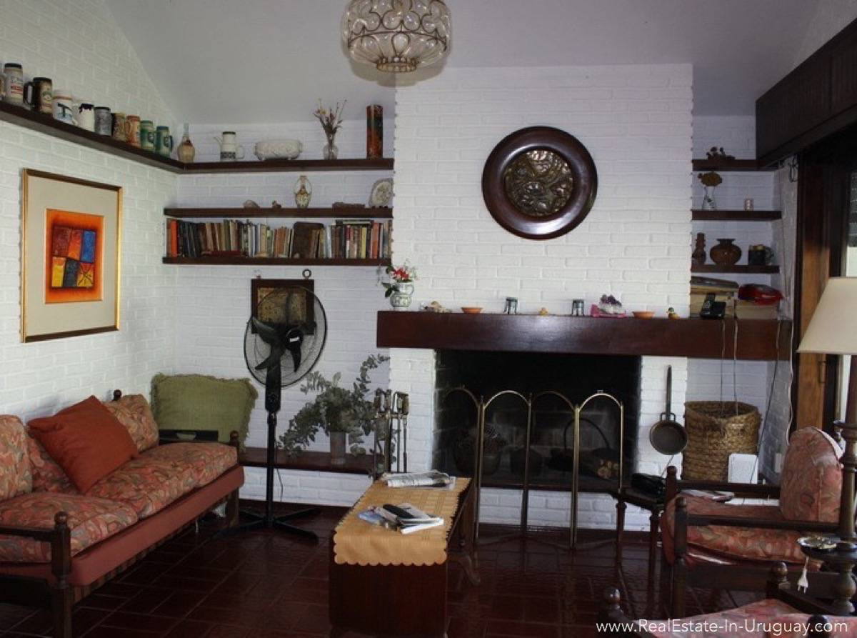 Bungalow on Mansa - Living Room