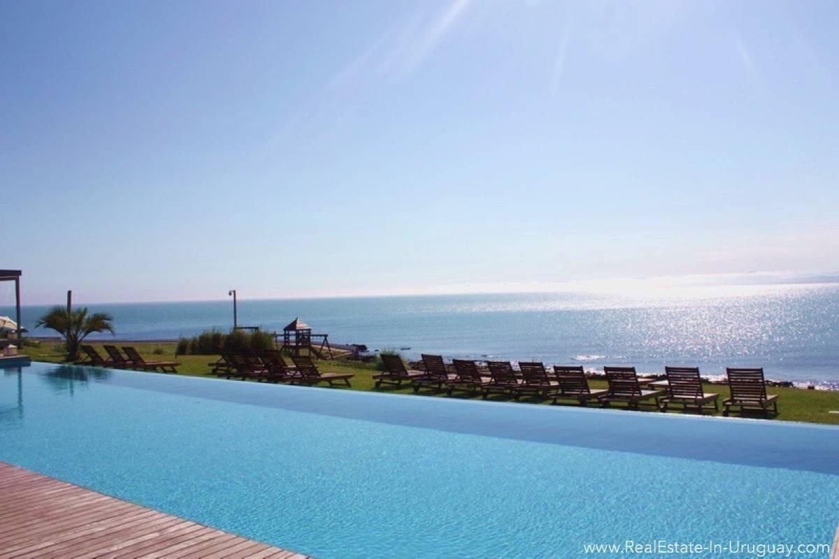 Sea View Apartment - Common Pool