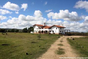 New Home on 10 Hectares in Pueblo Eden