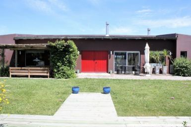 Renovated Home with large Garden and Pool in Gated Community