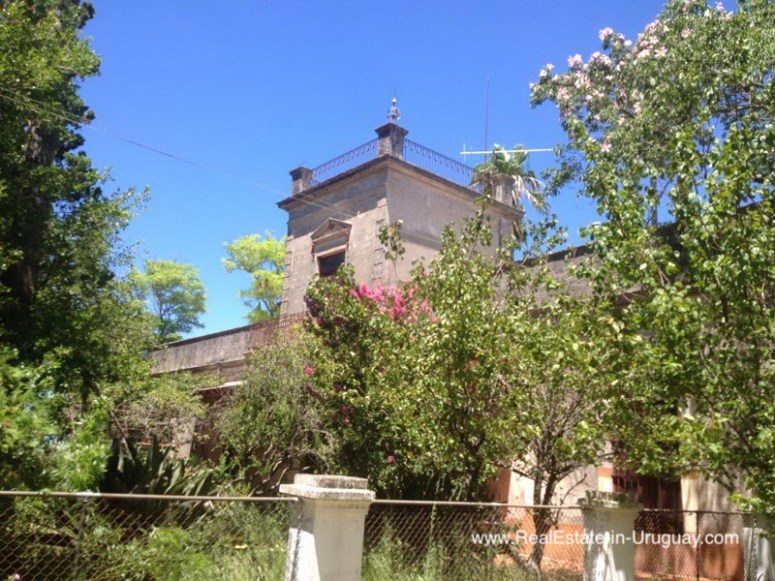 Historic Estancia in Need of Restoration in Soriano by Mercedes