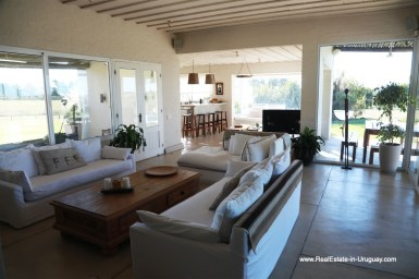 6500 Country House in Jose Ignacio with Lagoon Views - Living area