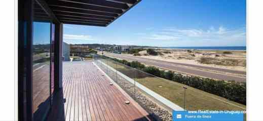 Views of Modern High-Tech Home in Laguna Blanca by Manantiales