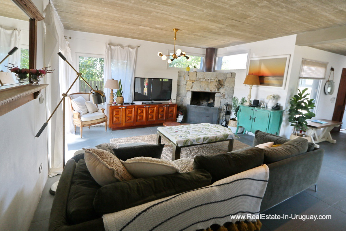 Living Room of Modern Home in the Montoya Area by La Barra