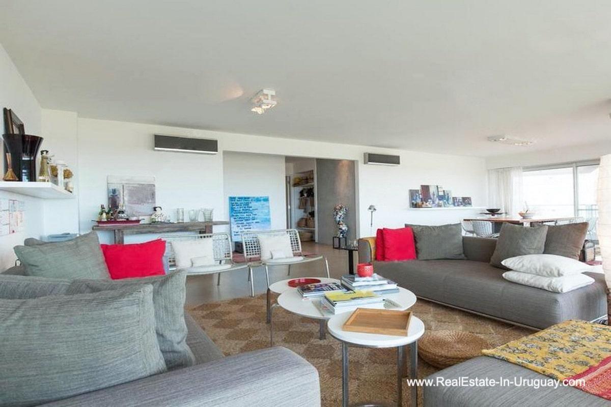 Living of Apartment opposite the Ocean in Punta del Este