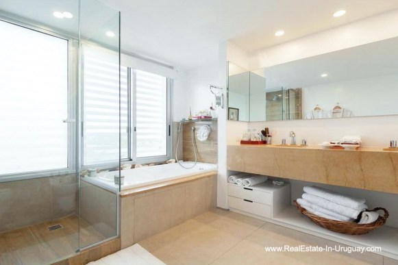Master Bathroom of Apartment opposite the Ocean in Punta del Este